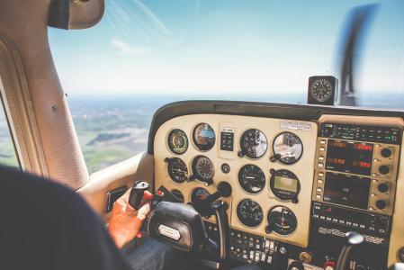 飞机仪表板