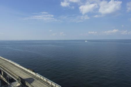 从Umihotaru可以看到东京湾和高速公路的免费照片