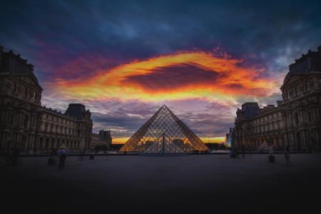 黄昏下的卢浮宫
