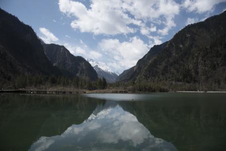 山脉湖泊美景