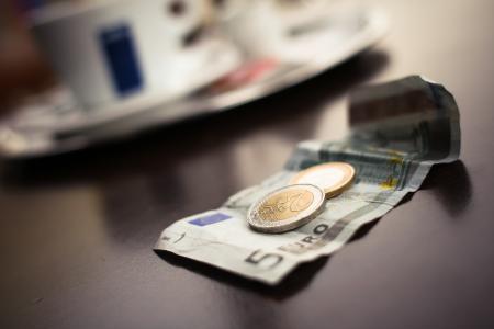 一些咖啡馆里的欧元