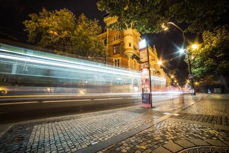 在城市轻夜交通