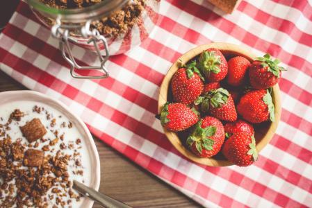 新鲜的草莓早餐