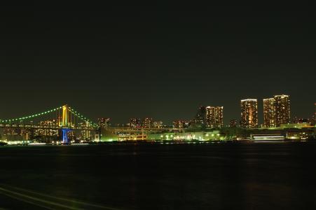 彩虹桥(Harumi码头)的夜景免费照片