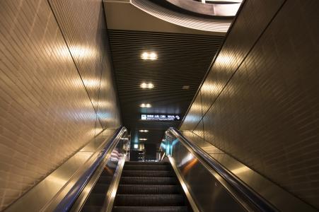 自动扶梯在成田机场免费股票照片