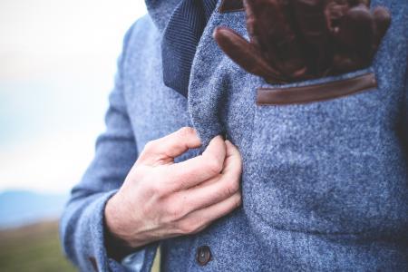 在外套上的紧固按钮