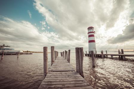 码头与灯塔:复古编辑