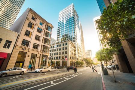 繁忙的街道在旧金山的中心
