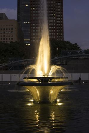 喷泉(和田仓库喷泉公园)。免费照片。