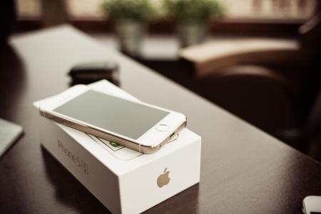 iPhone 5S黄金一盒