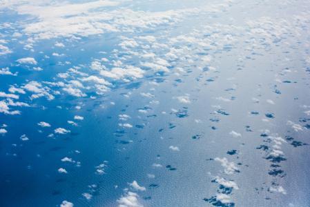 从一架飞机在太平洋上空的云